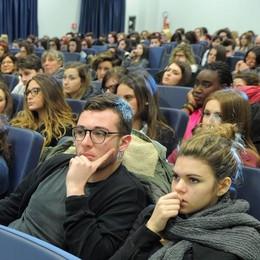 I giovani e i tumori  Lezione per 200 studenti