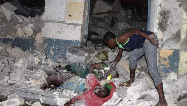 Somalia: attacco a hotel, 9 civili morti