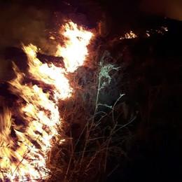 Incendio nei boschi  sopra Montemezzo
