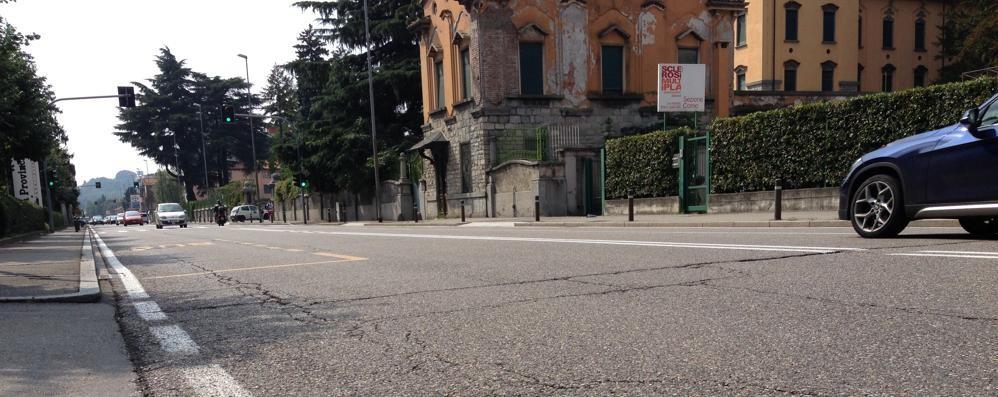 Lavori di Acsm in via Paoli  Una corsia chiusa un mese