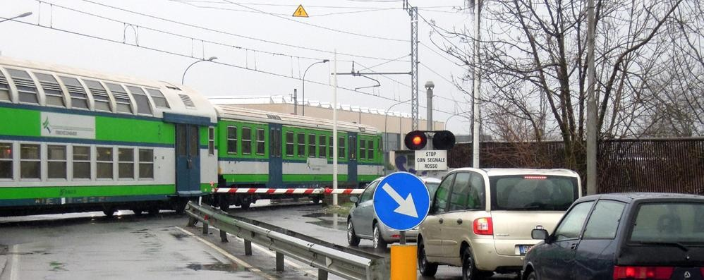 I treni si bloccano  Disagi e ritardi  sulla Milano-Asso