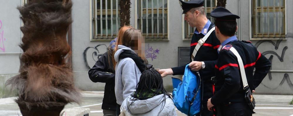 Picchia un ragazzo in piazza Gobetti Como, denunciato quindicenne