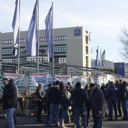 Como, protesta alla Sca  «Mercedes salvi i posti di lavoro»