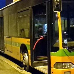 Fumo sul bus, paura a Cantù