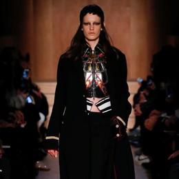 Matilde, top model di Tess  apre la sfilata di Givenchy