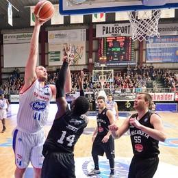 Basket, tutto facile per Cantù Caserta respinta al mittente