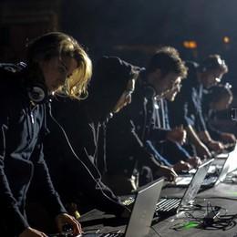 Marker al Teatro Sociale  Le foto della notte  con 700 ragazzi