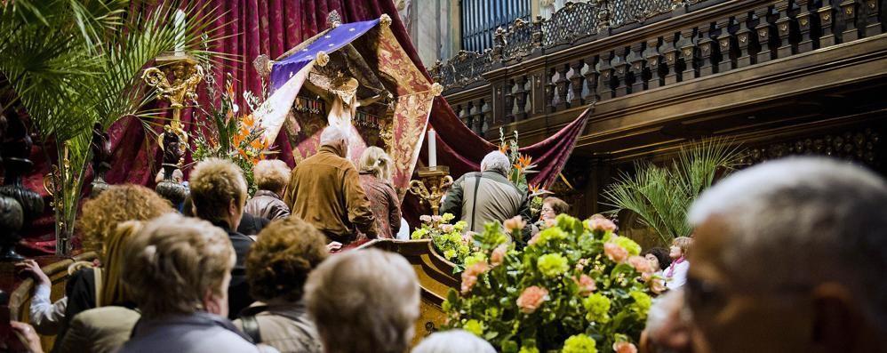 61f30318d2 Il rito del bacio al Crocifisso Si inizia già oggi, per il Giubileo ...