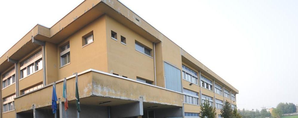 Lomazzo, nudo fuori da scuola  Caccia al maniaco della Citroen