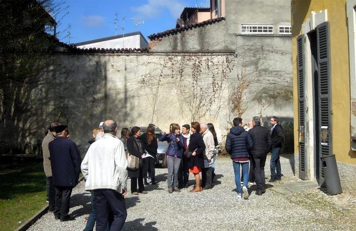 Attesa per entrare a Villa Sormani di Mariano