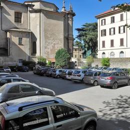 Como, per Pasqua due parcheggi in più