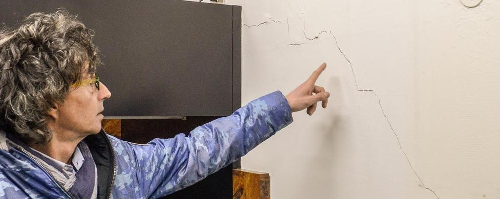 Via Manzoni, in casa con la paura  «Tutti i muri sono crepati»