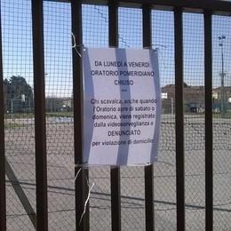 Nuovi campetti, linea dura ad Arosio  Il parroco: «Denuncio chi scavalca»
