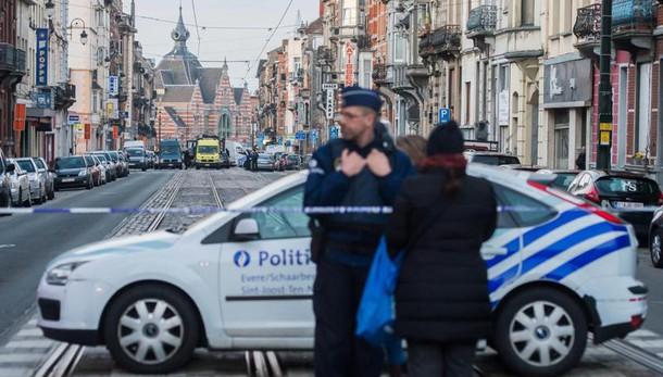 Bruxelles: c'era uomo con kamikaze metro