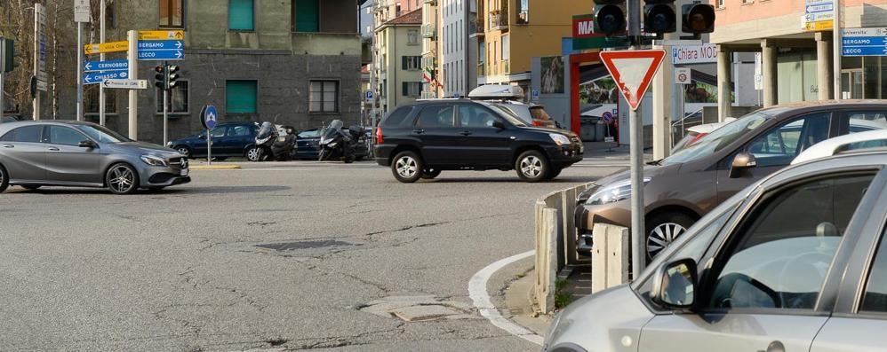 Como dopo piazza San Rocco controlli su un'altra svolta vietata