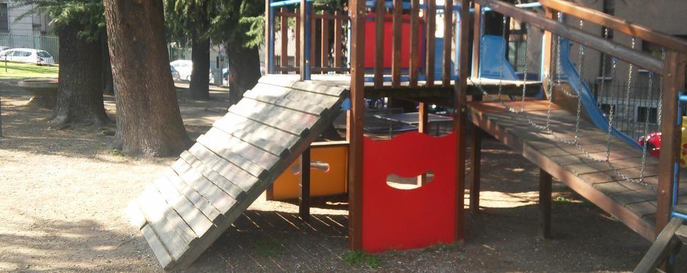 Il Comune di Cantù ci riprova  Dopo i blitz vandalici rinasce il parco giochi
