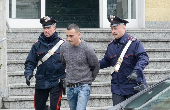 Uno degli arresti eseguiti