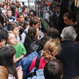 Bus sovraffollati per gli studenti  Una raccolta firme a Grandate