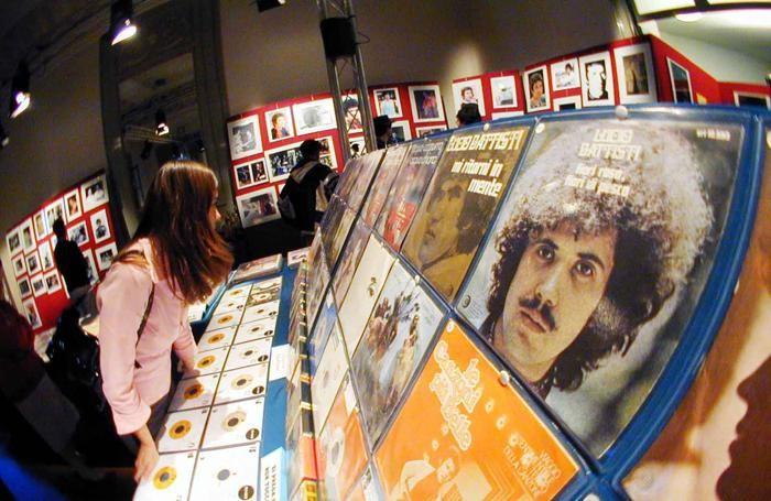 La mostra di dischi che veniva organizzata a Molteno