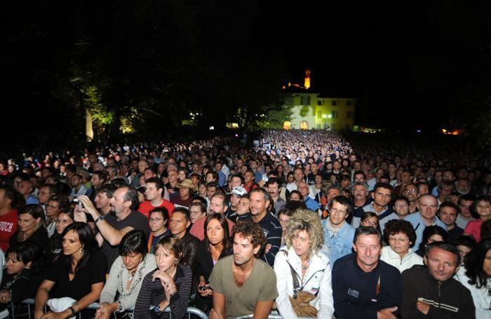 Il pubblico al concerto di Eugenio Bennato nel 2008