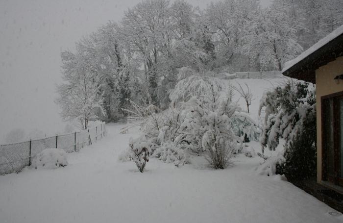 Castiglione Intelvi: almeno 25 centimetri di neve