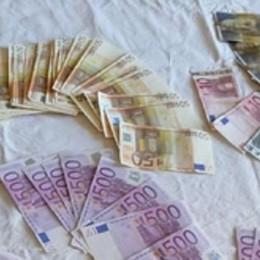 Soffia a cinque amici  un milione di franchi  Spesi al casinò, poi le scuse