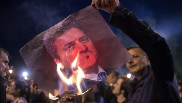 Macedonia: politici graziati, scontri
