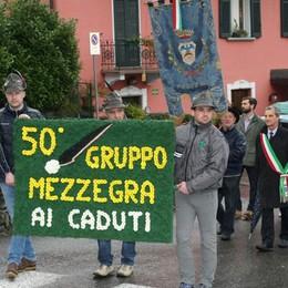 Mezzegra, il raduno degli alpini  per i 50 anni della fondazione