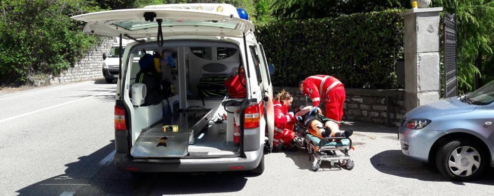 Ciclista investito da pirata  davanti alla villa di Zanetti