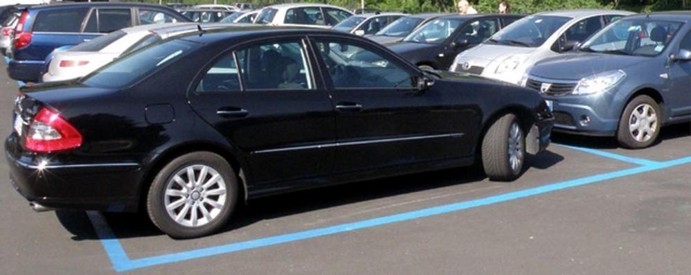 Parcheggi più cari, tutti contrari  L'idea: «Gratis i primi 15 minuti»