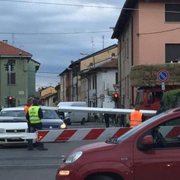 Camion abbatte le barriere  Mattinata di caos a Rovello