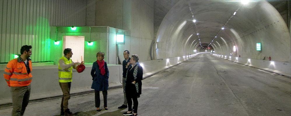 Sopralluogo della Provincia a Pusiano  «Tunnel aperto entro fine giugno»