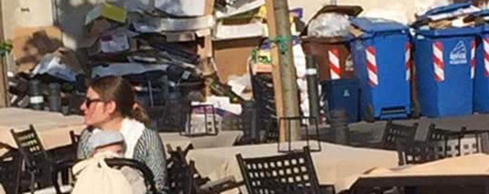 Como, rifiuti e turisti Ecco la foto denuncia
