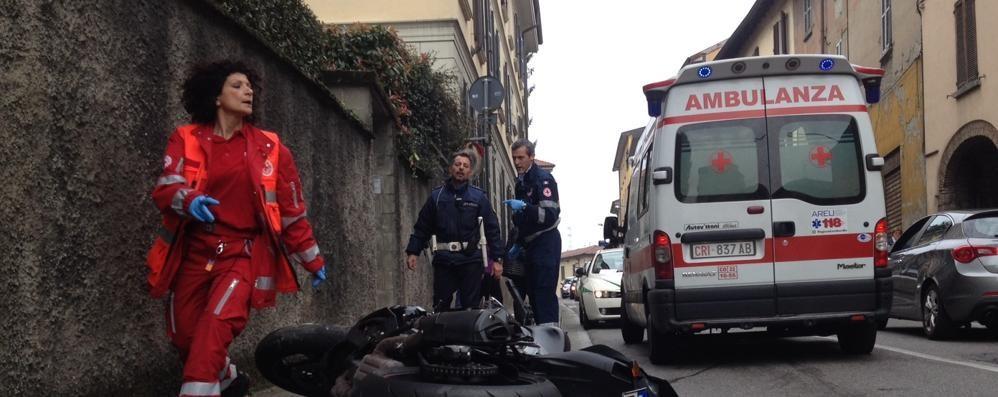 Cantù, scontro auto moto in via Milano  Ferito un uomo di cinquant'anni
