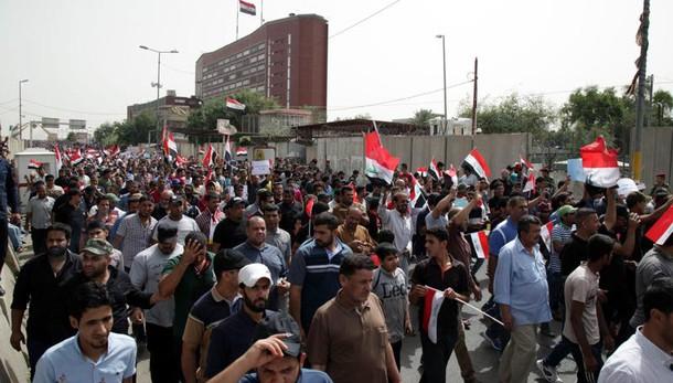 Iraq: dimostranti pro-Sadr in Parlamento