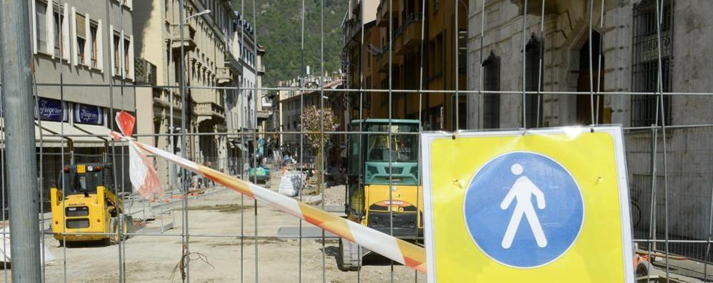 Via Garibaldi, spuntano i ciliegi  Nuova piazza Grimoldi a giugno