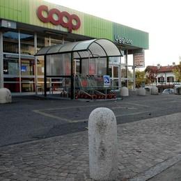 Avviso al supermarket di Uggiate  «Cari clienti Coop, non fate l'elemosina»