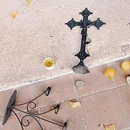 San Michele, cappellina profanata  E raid vandalico contro le auto a Cantù