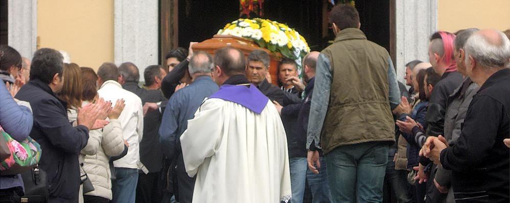Cantù, in tremila per l'addio  a Francesco Morabito