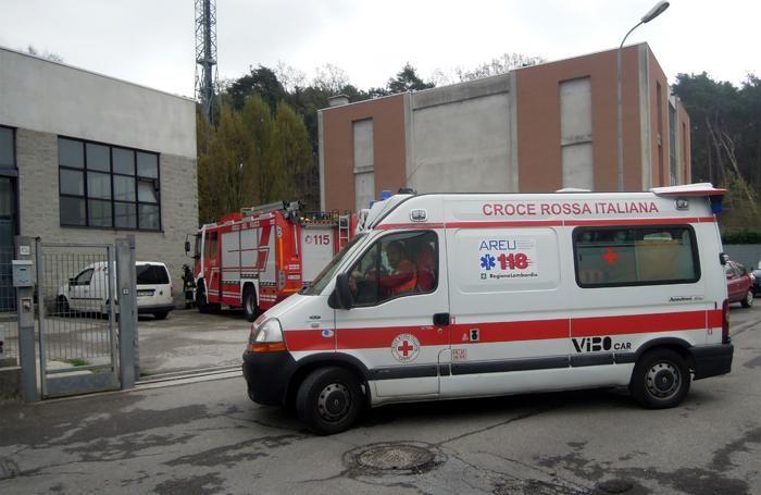 Il trasporto al Sant'Antonio Abate in ambulanza