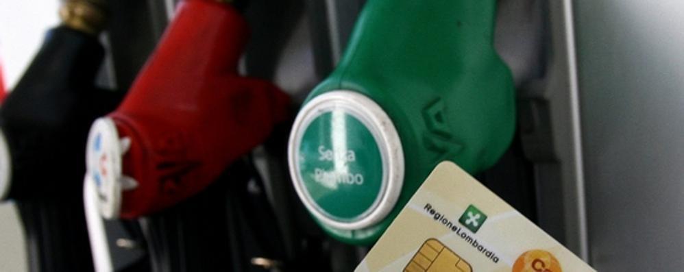 Caos carta sconto benzina  La Regione riattiva le card vecchie