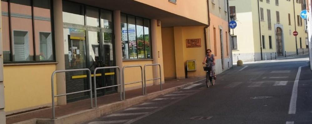 Tenta rapina con il coltello  Paura all'ufficio postale