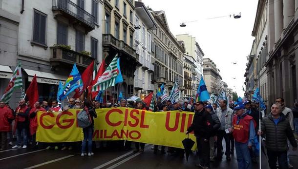 1 Maggio, a Milano immigrati in corteo