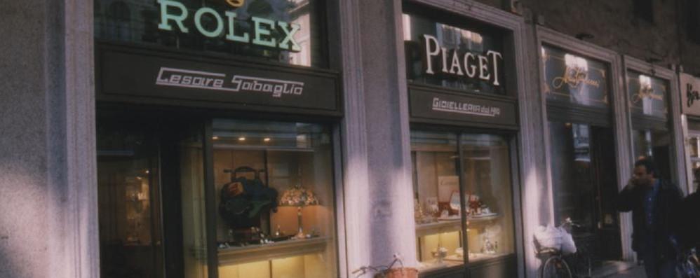 Tentativo di furto  nella gioielleria  Bloccato il ladro