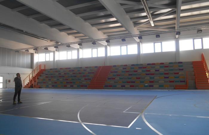 La tribuna multicolor