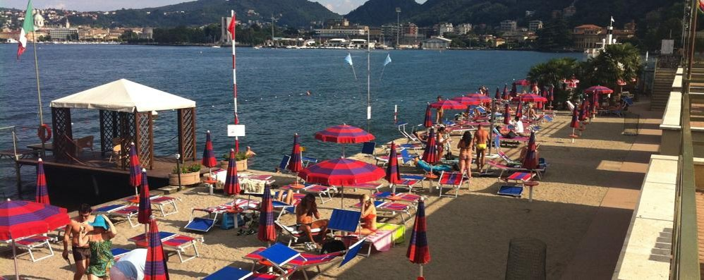 Bagno nel lago solo a villa olmo altrimenti multa di 500 euro cronaca seveso - Bagno la villa pinarella ...