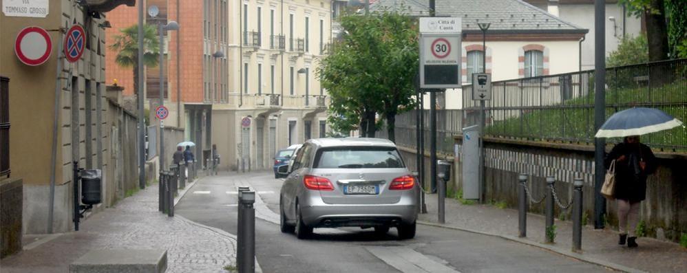Area pedonale extralarge a Cantù  I negozianti: «Solo per gli eventi»