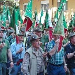 Raduno degli Alpini ad Asti  Alla sfilata duemila comaschi