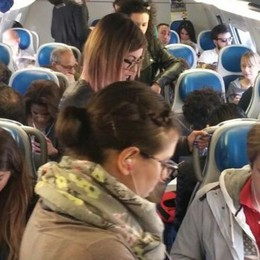I pendolari ammassati sul treno  Sos di Erba: «Venite a vedere qui»