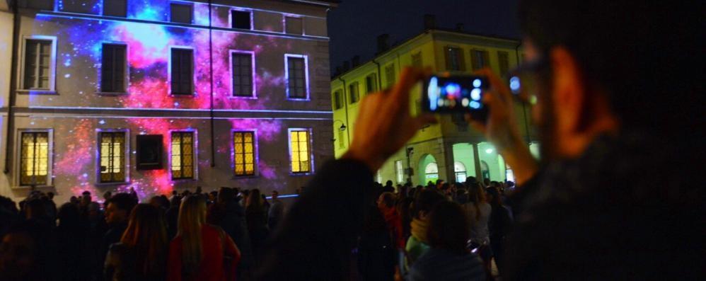 Como, musica e luce In migliaia in piazza